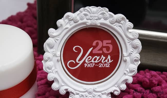 25 years 1987-2012 red graphic in white circular frame