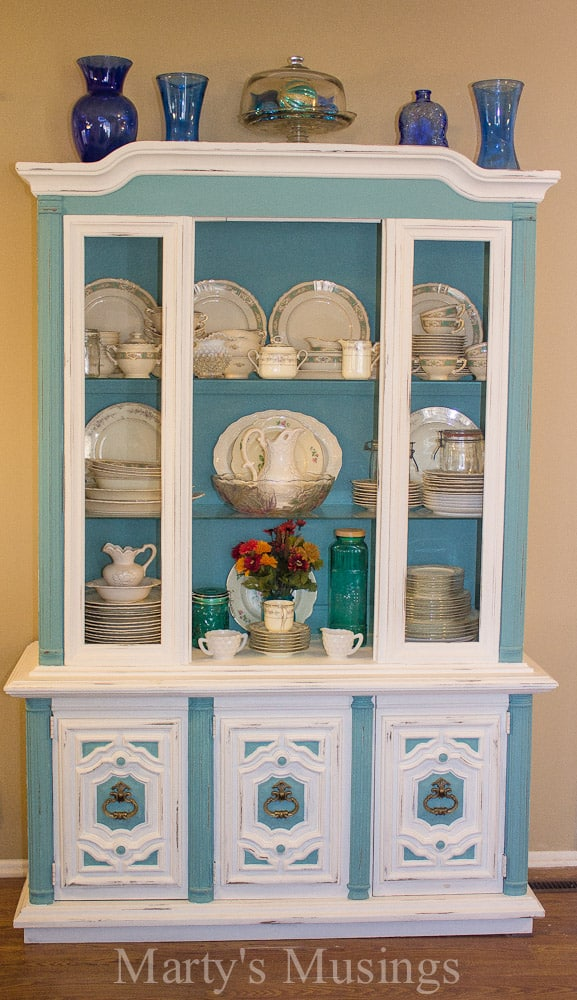 This detailed tutorial from a professional painter explains how to chalk paint furniture with tips on turning an outdated piece of furniture into a beauty!