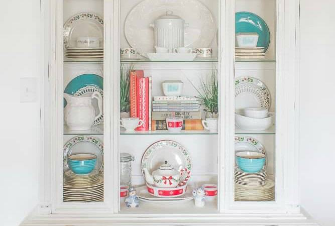 Annie Sloan Chalk Paint: China Hutch Makeover