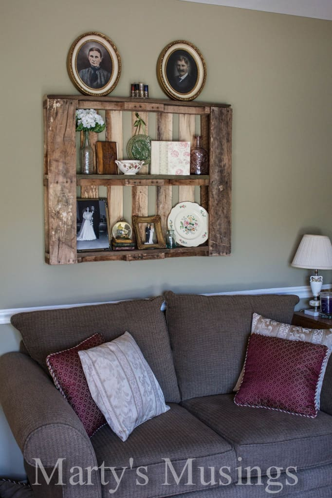 How to Decorate with Pallet Shelves