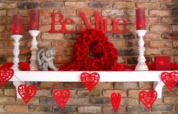 Create-the-Central-Point-a-Romantic-Valentines-Day-Decorations-600x385