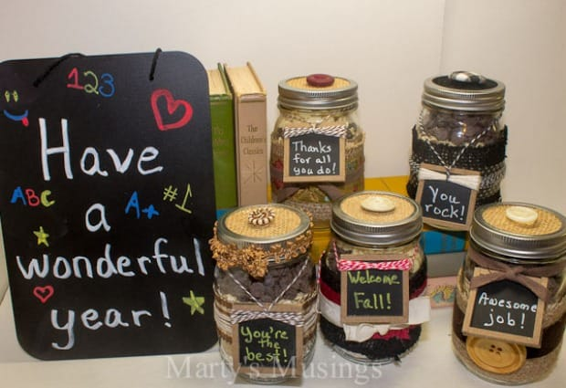 Back to School Teacher Gift: Chocolate Chip Cookies in a Jar