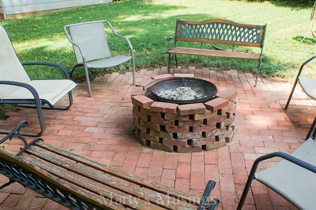Budget friendly backyard patio ideas for Patio ideas with fire pit on a budget