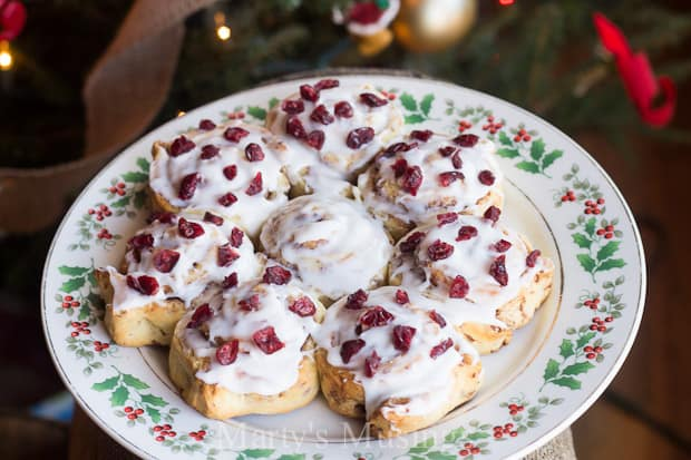 Easy Cinnamon Roll Recipe for Christmas