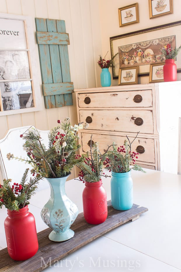 Do you think some colors just can't be combined? Blogger Marty's Musings shows how to decorate with aqua and red and create a color scheme you'll love!