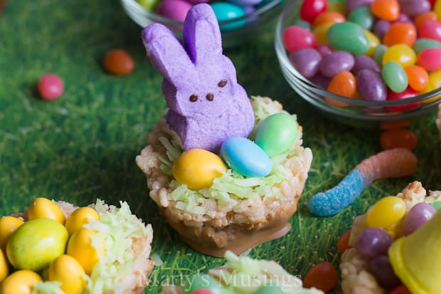 Enjoy celebrating the holidays and everyday with your kids in the kitchen with these 3 ingredient Rice Krispies Treats and perfectly adorable Easter nests.