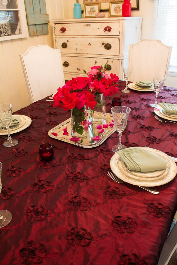 Join blogger Marty's Musings for easy table setting ideas for creating an elegant yet simple tablescape using Marsala, 2015 Pantone color of the year.