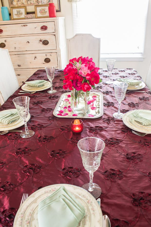 Join blogger Martyu0027s Musings for easy table setting ideas for creating an elegant yet simple tablescape & Table Setting Ideas