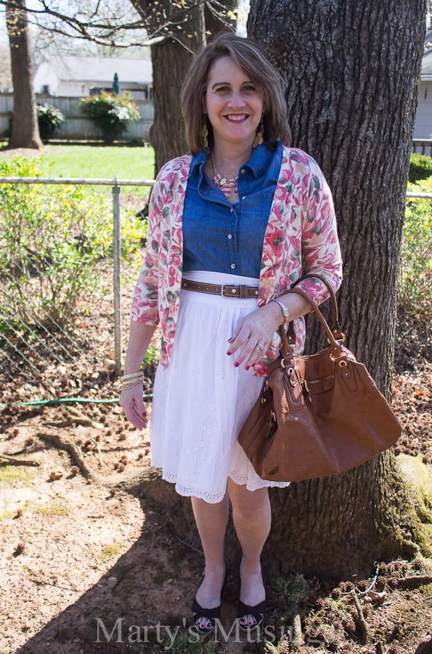 Is it possible to dress well AND look beautiful without spending a lot of money? These tips with frugal fashions for women over 50 will show you how!