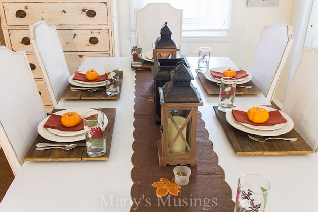 This easy rustic fall table setting uses inexpensive items you probably already have on hand without spending a lot of time or money!