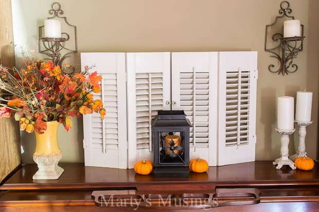 Think you're too busy to decorate your home for autumn? Here are a few ideas to help you create a quick and simple fall vignette. Great tips for all year!