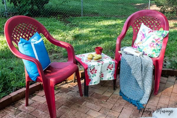 Don't throw away that UGLY outdoor furniture! This easy DIY that ANYONE can do shows how to spray paint plastic chairs without spending a lot of money or time!