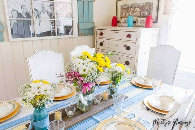 EASY and FAST way to decorate your home for summer: use bright colors, coastal accessories and plants and flowers to enjoy!