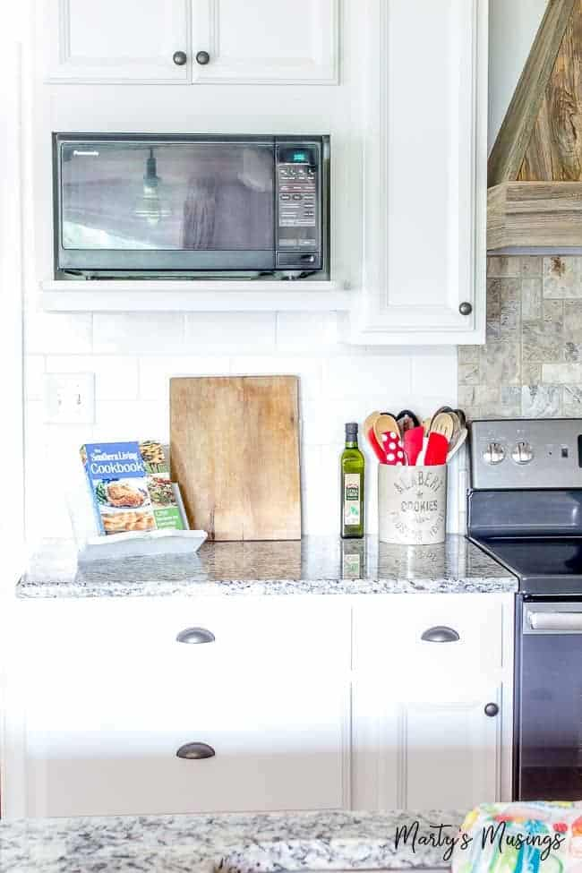 Learn how to choose kitchen cabinet hardware whether you're designing a kitchen from scratch or just upgrading, with tips on finish, size and style.