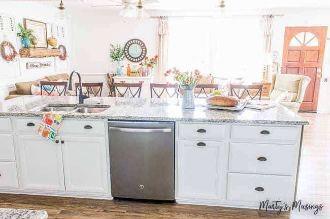 How to Choose Kitchen Cabinet Hardware [New Guide]