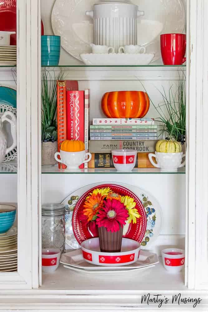 You CAN have a beautiful home without spending a lot of money OR time. Celebrate fall with these cheap and easy fall decorations for your home!