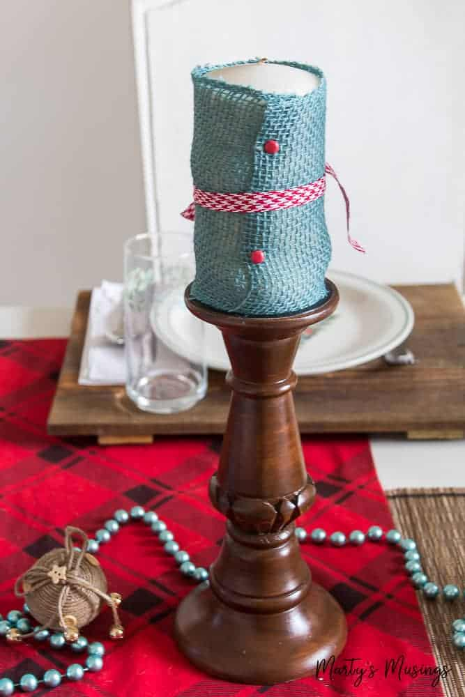 Think entertaining has to be expensive and stressful? Not anymore! Celebrate the heart of the home with these rustic Christmas table decorations and practical tips for both simple decor and celebrating your guests!
