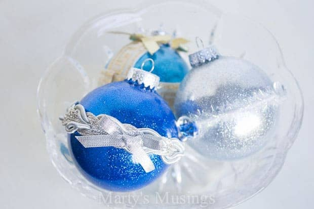 No mess glitter ornaments for Christmas made with Mop -n Glo