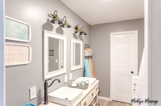 How to Make a Small Bathroom Look Larger