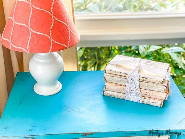 How to Chalk Paint Old Books (using hardbacks)