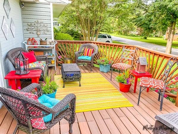 front deck with striped rug, creative accessories and flowers